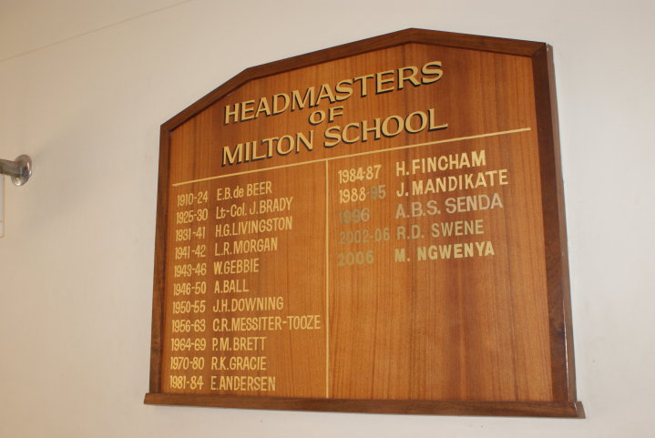 headmasters_board_side