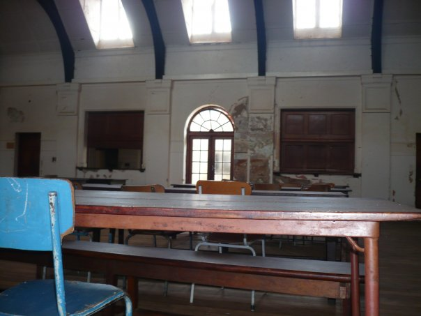 dining_hall_tables