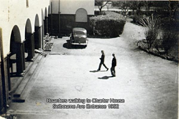 1952_boarders_selborne_entrance