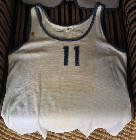 file:///C:/Users/adrian/Documents/My Web Sites/test_cas_akiono - modified_milton/sports_images_basketball/basketbal_vest_1971_resized